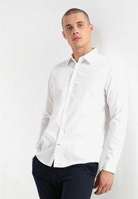 Burton Menswear London - SLIM ESSENTIAL - Kostymskjorta - white - 0