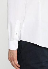 Burton Menswear London - SLIM ESSENTIAL - Kostymskjorta - white - 3