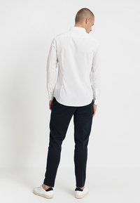 Burton Menswear London - SLIM ESSENTIAL - Kauluspaita - white - 2