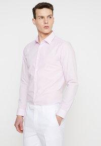 Burton Menswear London - GINGHAM SLIM FIT - Skjorte - pink - 0