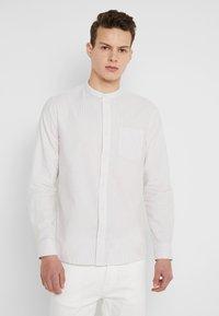 Burton Menswear London - STONE FINE STRIPE GRANDAD - Camicia - stone - 0