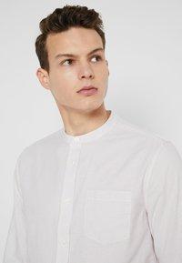 Burton Menswear London - STONE FINE STRIPE GRANDAD - Camicia - stone - 3