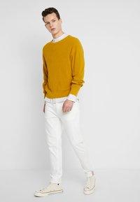 Burton Menswear London - STONE FINE STRIPE GRANDAD - Camicia - stone - 1