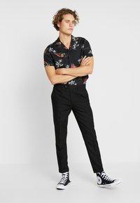 Burton Menswear London - KOI CARP - Camicia - black - 1