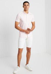 Burton Menswear London - STRETCH SKINNY FIT - Camicia - pink - 1