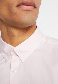 Burton Menswear London - STRETCH SKINNY FIT - Camicia - pink - 5
