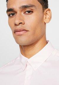 Burton Menswear London - STRETCH SKINNY FIT - Camicia - pink - 3