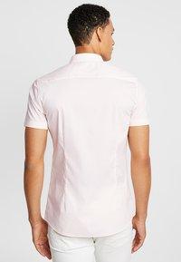 Burton Menswear London - STRETCH SKINNY FIT - Camicia - pink - 2