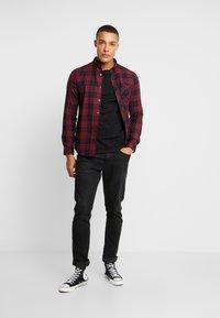 Burton Menswear London - PERRY  - Hemd - burgundy - 1