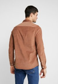 Burton Menswear London - GINGER  - Camicia - taupe/beige - 2