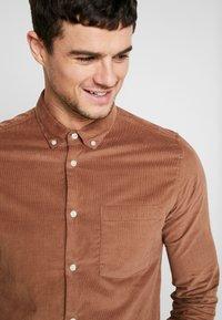 Burton Menswear London - GINGER  - Camicia - taupe/beige - 5