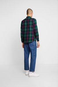 Burton Menswear London - TARTAN - Košile - green - 2