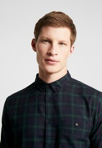 Burton Menswear London - TARTAN MOX - Košile - green - 4