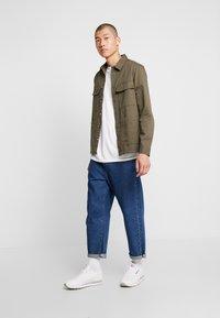 Burton Menswear London - SHACKET - Skjorte - khaki - 1