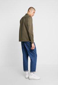 Burton Menswear London - SHACKET - Skjorte - khaki - 2