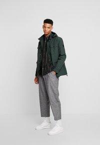 Burton Menswear London - MICHIGAN  - Košile - dark green - 1