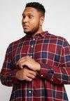 Burton Menswear London - SABLE  - Koszula - burgundy