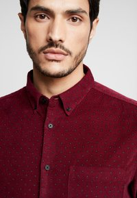 Burton Menswear London - Košile - burgundy - 4