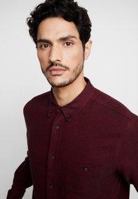 Burton Menswear London - BURG HERRINGBONE - Shirt - burgundy - 3