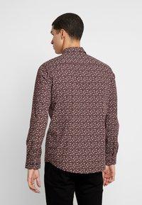 Burton Menswear London - XMAS TREE - Košile - burgundy - 2
