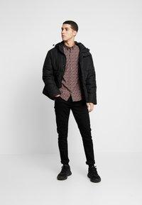 Burton Menswear London - XMAS TREE - Košile - burgundy - 1
