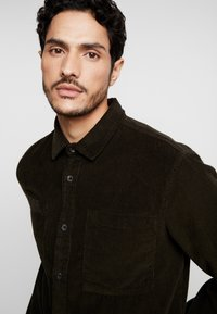 Burton Menswear London - Shirt - khaki - 3