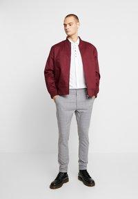 Burton Menswear London - ANIMAL EMBROIDERY - Camicia - white - 1