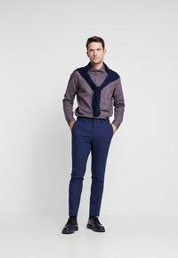 Burton Menswear London - BURGUNDY PAISLEY DESIGN - Košile - burgundy - 1