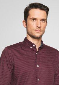 Burton Menswear London - ARIAL - Košile - bordeaux - 4