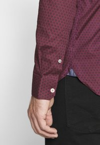 Burton Menswear London - ARIAL - Košile - bordeaux - 6