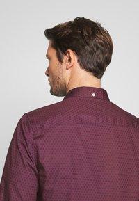 Burton Menswear London - ARIAL - Košile - bordeaux - 3