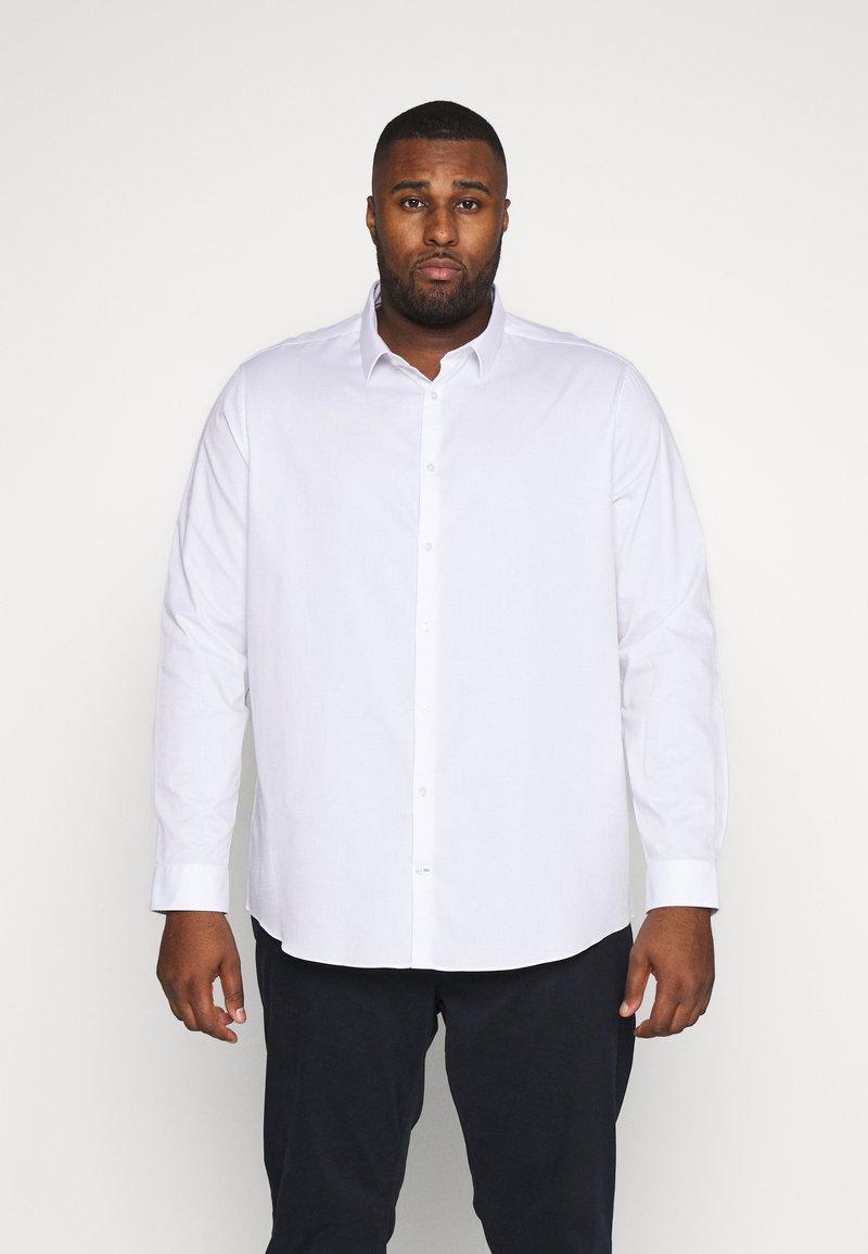 Burton Menswear London - BIG DOBBY STRETCHFOB - Camicia elegante - white