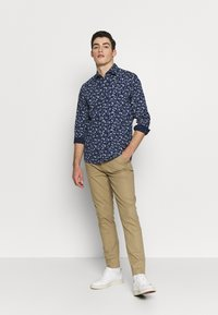 Burton Menswear London - SCATTERED FLORAL - Camicia - navy - 1