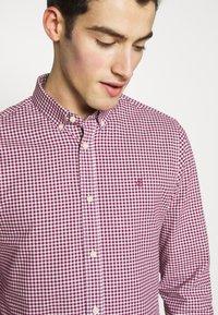 Burton Menswear London - LONG SLEEVEOXFORD GINGHAM  - Camicia - burgundy - 4