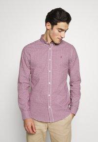 Burton Menswear London - LONG SLEEVEOXFORD GINGHAM  - Camicia - burgundy - 0