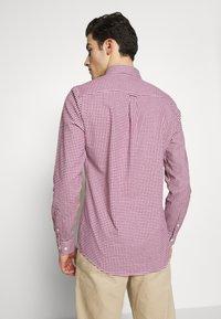 Burton Menswear London - LONG SLEEVEOXFORD GINGHAM  - Camicia - burgundy - 2