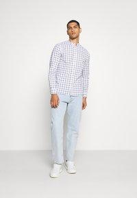 Burton Menswear London - LONG SLEEVE GRANDAD BLEND SHIRT - Koszula - white - 1