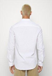 Burton Menswear London - LONG SLEEVE BLEND - Camicia - white - 2