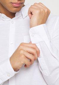 Burton Menswear London - LONG SLEEVE BLEND - Camicia - white - 5
