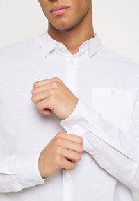 Burton Menswear London - LONG SLEEVE BLEND - Camicia - white - 3