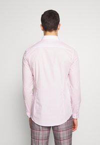 Burton Menswear London - 2 PACK - Camisa elegante - pink