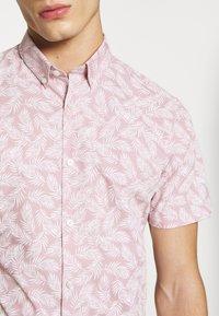Burton Menswear London - VERDURE  - Vapaa-ajan kauluspaita - pink - 5