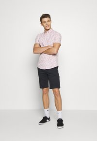 Burton Menswear London - VERDURE  - Vapaa-ajan kauluspaita - pink - 1