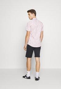 Burton Menswear London - VERDURE  - Vapaa-ajan kauluspaita - pink - 2