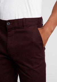 Burton Menswear London - Chino - burgundy - 3