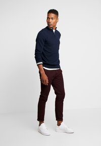 Burton Menswear London - Chino - burgundy - 1