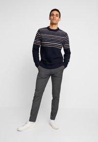 Burton Menswear London - Kangashousut - mid grey - 1