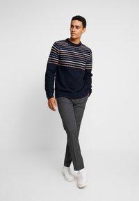 Burton Menswear London - Kangashousut - mid grey - 3