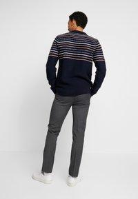 Burton Menswear London - Kangashousut - mid grey - 2