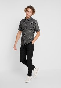 Burton Menswear London - Tygbyxor - black - 1